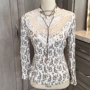 Long sleeve shift shirt with lace details 😍